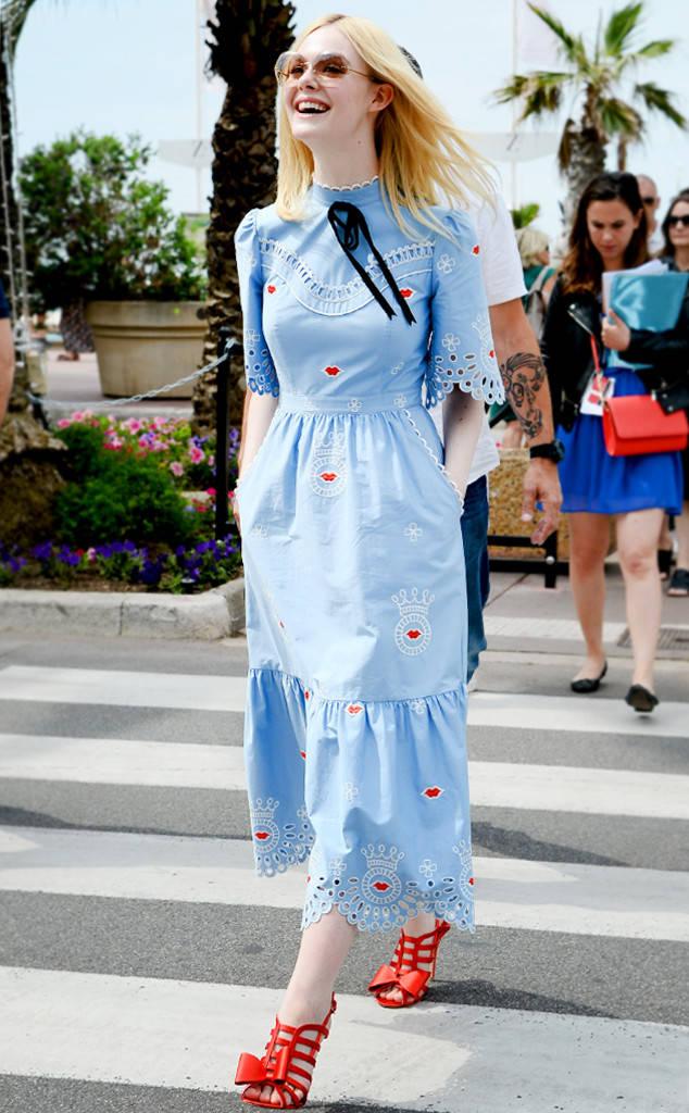 Tiên nữ giáng trần là câu miêu tả chính xác Elle Fanning tại LHP Cannes các năm! - Ảnh 27.