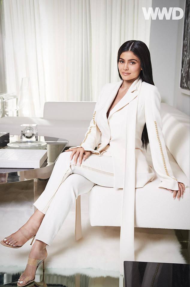 Quá nhanh quá nguy hiểm, Kylie Jenner sắp thành tỷ phú USD ở tuổi 25, khiến Kim tức tối ghen tị? - Ảnh 1.