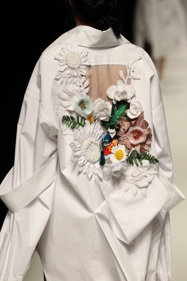 BST mới của NTK Công Trí tại Tokyo Fashion Week: Trước cái đẹp, bạn chỉ còn biết Wow lên một tiếng!!! - Ảnh 3.