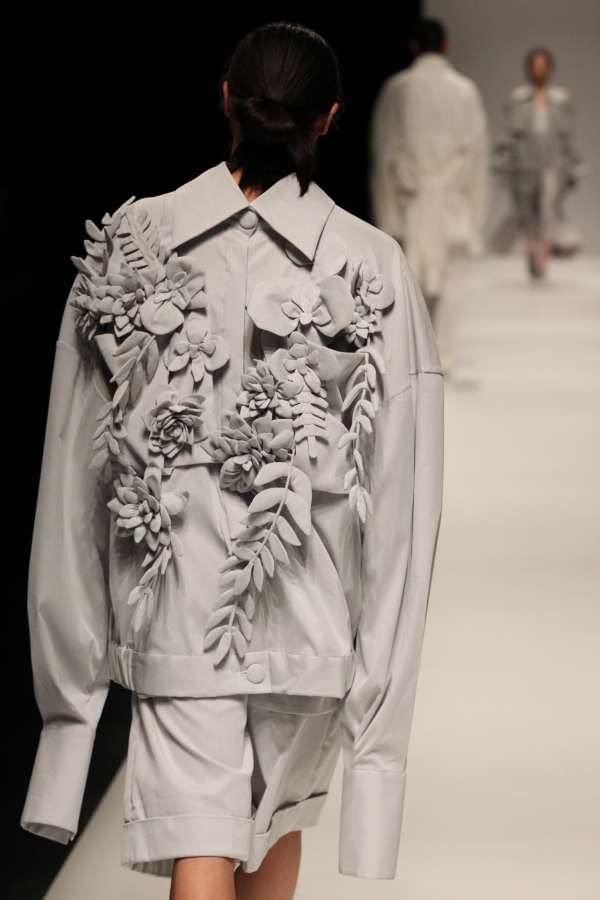 BST mới của NTK Công Trí tại Tokyo Fashion Week: Trước cái đẹp, bạn chỉ còn biết Wow lên một tiếng!!! - Ảnh 30.