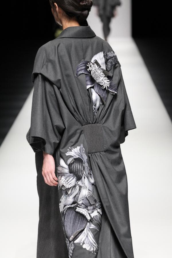 BST mới của NTK Công Trí tại Tokyo Fashion Week: Trước cái đẹp, bạn chỉ còn biết Wow lên một tiếng!!! - Ảnh 32.