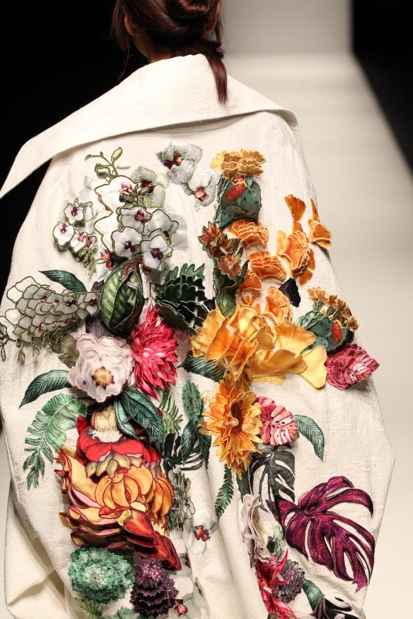BST mới của NTK Công Trí tại Tokyo Fashion Week: Trước cái đẹp, bạn chỉ còn biết Wow lên một tiếng!!! - Ảnh 2.