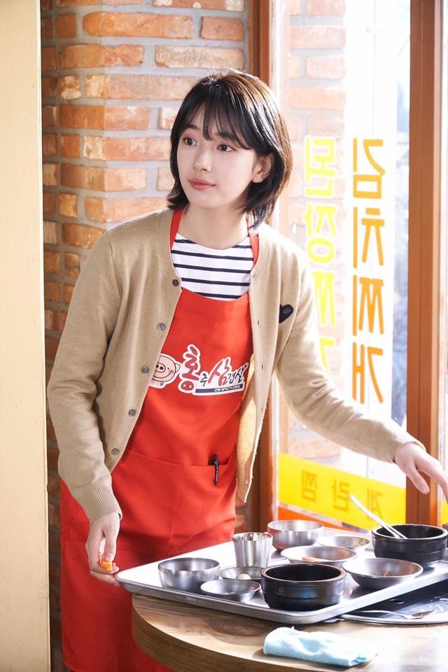 Cắt tóc ngắn ngủn, Suzy vẫn xinh và mặc đẹp trong Khi Nàng Say Giấc - ảnh 2