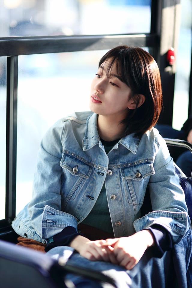 Cắt tóc ngắn ngủn, Suzy vẫn xinh và mặc đẹp trong Khi Nàng Say Giấc - ảnh 9