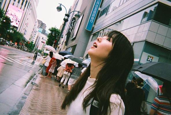 Từ công nhân, cô gái trẻ trở thành diễn viên triển vọng của Nhật Bản vì quá đẹp - Ảnh 4.