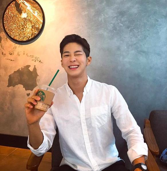 Chàng trai Hàn Quốc sở hữu mặt học sinh nhưng body phụ huynh cực thu hút - Ảnh 2.
