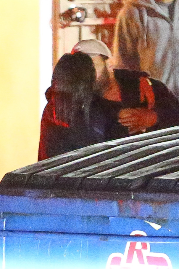 selena-gomez-the-weeknd-kissing-photos-3