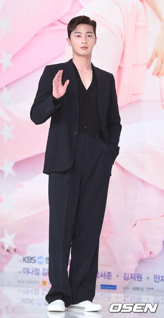 Hậu duệ mặt trời kết thúc được 1 năm, Kim Ji Won trở lại ngoạn mục như nữ thần - Ảnh 8.