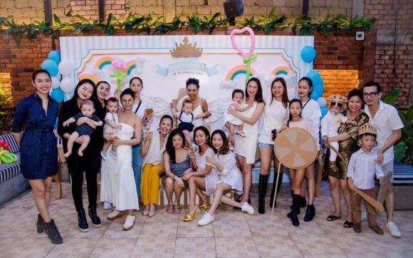 Tăng Thanh Hà mặc giản dị nhưng vẫn nổi bần bật trong tiệc sinh nhật con trai ca sĩ Thảo Trang - Ảnh 3.