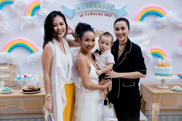 Tăng Thanh Hà mặc giản dị nhưng vẫn nổi bần bật trong tiệc sinh nhật con trai ca sĩ Thảo Trang - Ảnh 1.