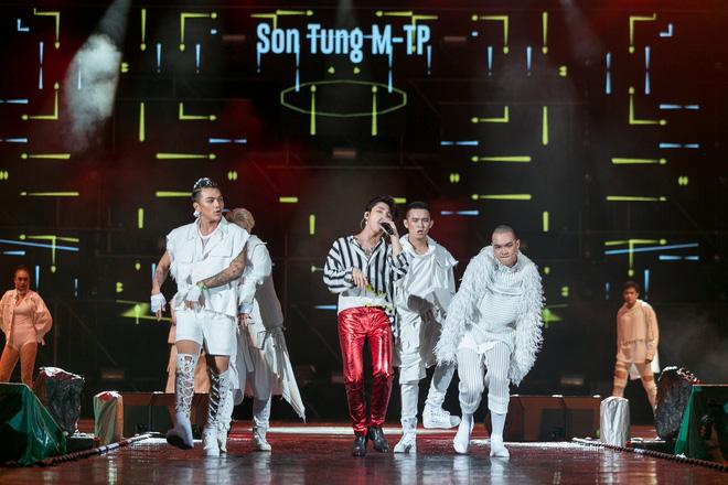 Sơn Tùng M-TP diện đồ hiệu trăm triệu, chịu chi nhất nhì đại nhạc hội tại Thái Lan - Ảnh 3.
