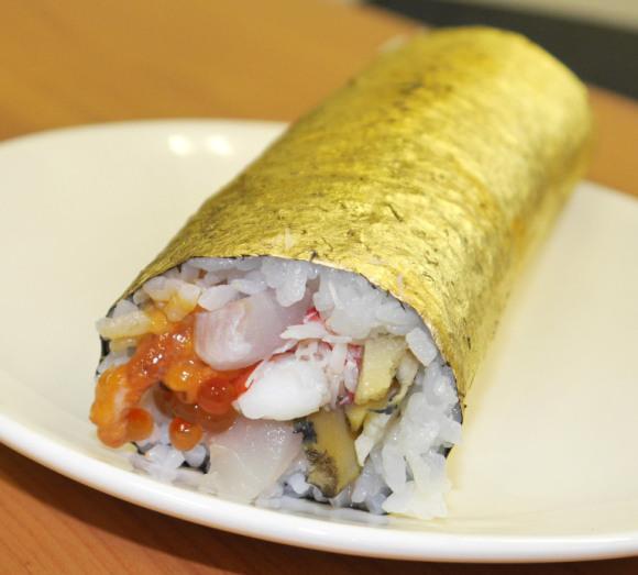 Sushi dát vàng sang mồm dành riêng cho hội thừa tiền - Ảnh 1.