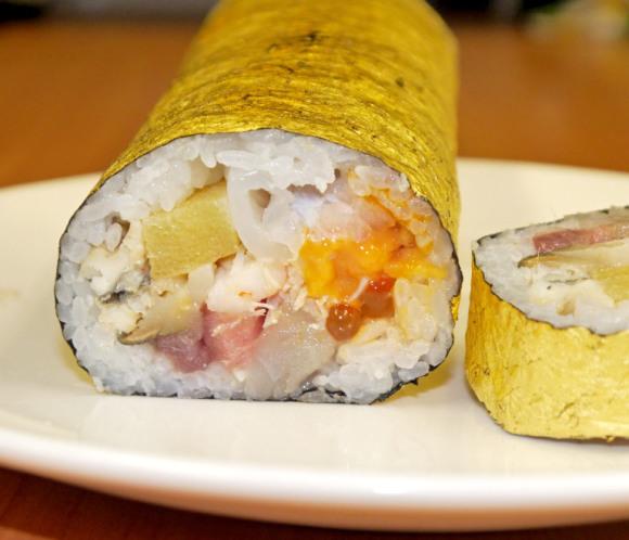 Sushi dát vàng sang mồm dành riêng cho hội thừa tiền - Ảnh 2.