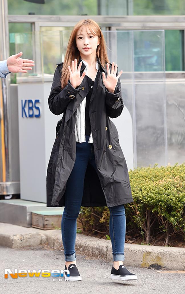 Lan Khuê diễn sâu trên phố Tokyo với áo dài, Selena Gomez tròn trịa vẫn thích mặc hở - Ảnh 14.