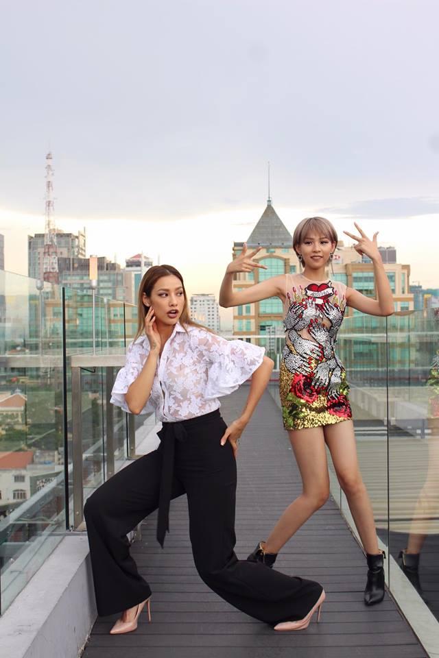 Minh Hằng & HyunA đọ trình mix đồ xuyên thấu cho street style, ai đẹp hơn? - Ảnh 9.