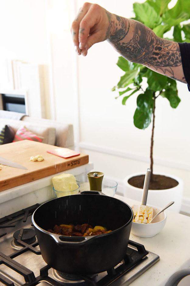 7 chiêu thức nấu ăn nghe thì kì lạ nhưng đầu bếp chuyên nghiệp nào cũng dùng - Ảnh 4.