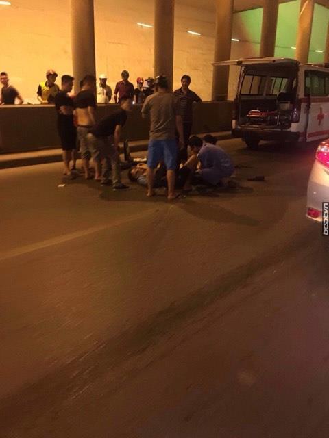 Hà Nội: Hai nam thanh niên lái xe Exciter đâm dải phân cách, 1 người bất tỉnh ở hầm Kim Liên - Ảnh 2.