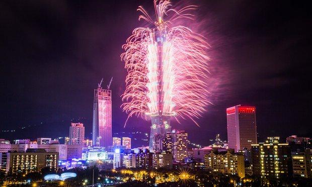 Pháo hoa rực sáng trên bầu trời các nước châu Á trong đêm giao thừa - Ảnh 10.