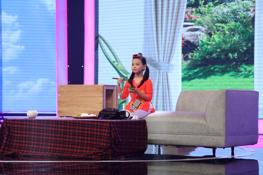 Chi Pu chạy lên sân khấu vì phát hiện ra
