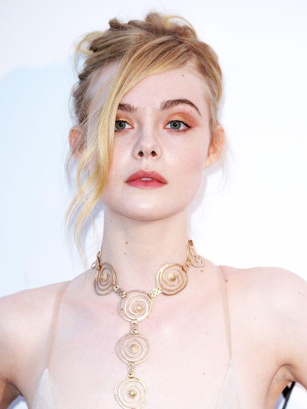 Tiên nữ giáng trần là câu miêu tả chính xác Elle Fanning tại LHP Cannes các năm! - Ảnh 13.