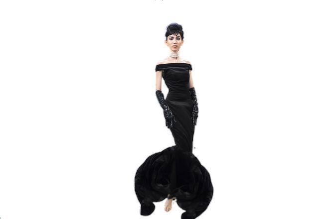 Hình ảnh Thùy Dương Next Top hoá thân thành Audrey Hepburn được chế thành loạt ảnh siêu buồn cười - ảnh 2