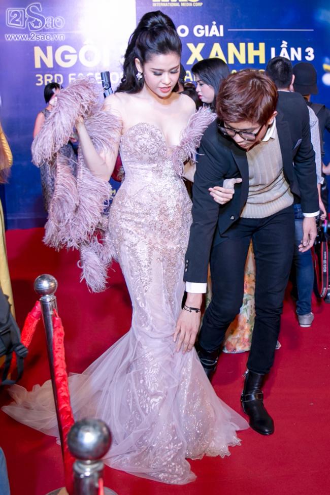 Trương Quỳnh Anh - Tim chăm diện thời trang ton-sur-ton nhất mỗi khi song hành trên thảm đỏ- Ảnh 3.