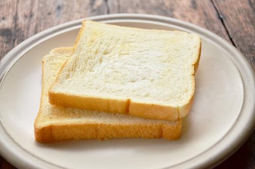 Răng trắng, cao răng bong ra từng mảng chỉ với một miếng bánh mì cháy - Ảnh 2.