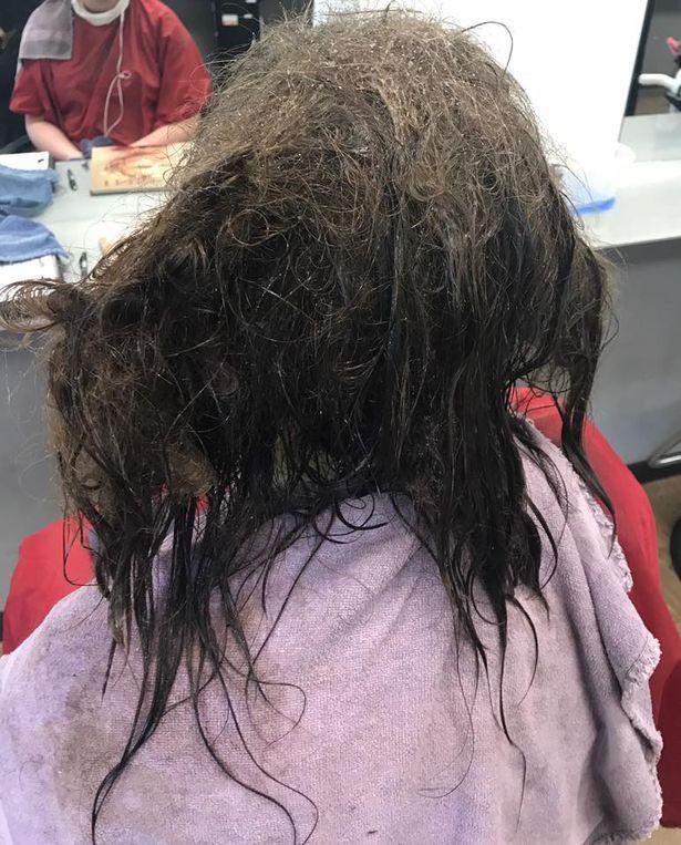 Cô gái trầm cảm tới tiệm để cạo mái tóc tổ chim, cuối cùng được trả hàng bằng kiểu đầu không thể đẹp hơn - Ảnh 1.