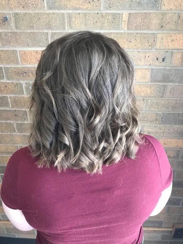Cô gái trầm cảm tới tiệm để cạo mái tóc tổ chim, cuối cùng được trả hàng bằng kiểu đầu không thể đẹp hơn - Ảnh 3.