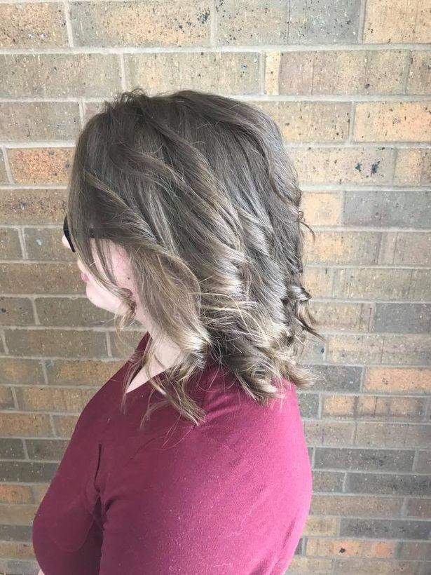 Cô gái trầm cảm tới tiệm để cạo mái tóc tổ chim, cuối cùng được trả hàng bằng kiểu đầu không thể đẹp hơn - Ảnh 4.