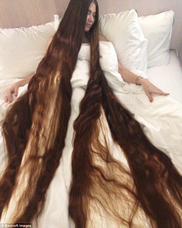 Tìm thấy công chúa Rapunzel đời thật với mái tóc dài hơn 2m - Ảnh 1.