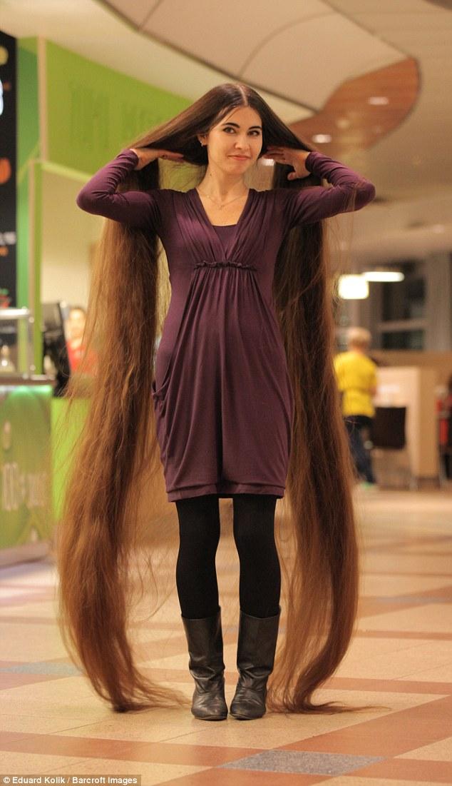 Tìm thấy công chúa Rapunzel đời thật với mái tóc dài hơn 2m - Ảnh 2.