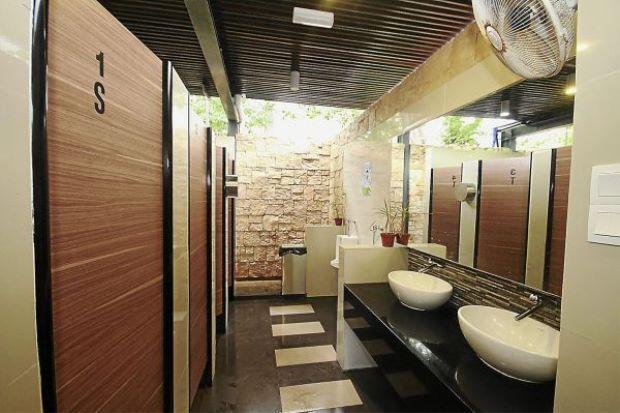 Nếu phải đi vệ sinh nơi công cộng hãy chọn buồng vệ sinh này vì chúng sạch nhất - Ảnh 2.