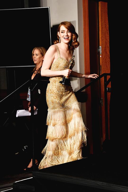 Đã thắng Oscar lại đẹp hết phần người khác, Emma Stone chính là nữ thần của đêm trao giải! - Ảnh 8.