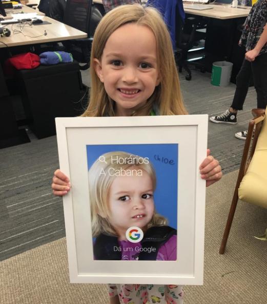 Cô bé cau có nổi tiếng YouTube một thời giờ xinh xắn đốn tim dân mạng - Ảnh 3.