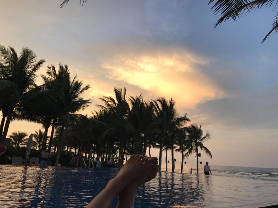 Sao Việt: Văn Mai Hương và người yêu suýt chết đuối khi đi tắm biển trong dịp nghỉ lễ