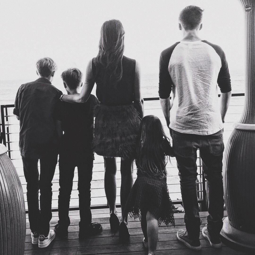 Ông bố 42 tuổi David Beckham: Tình yêu và yên bình mỗi sáng thức dậy là cái nắm tay của lũ trẻ nhỏ - Ảnh 5.
