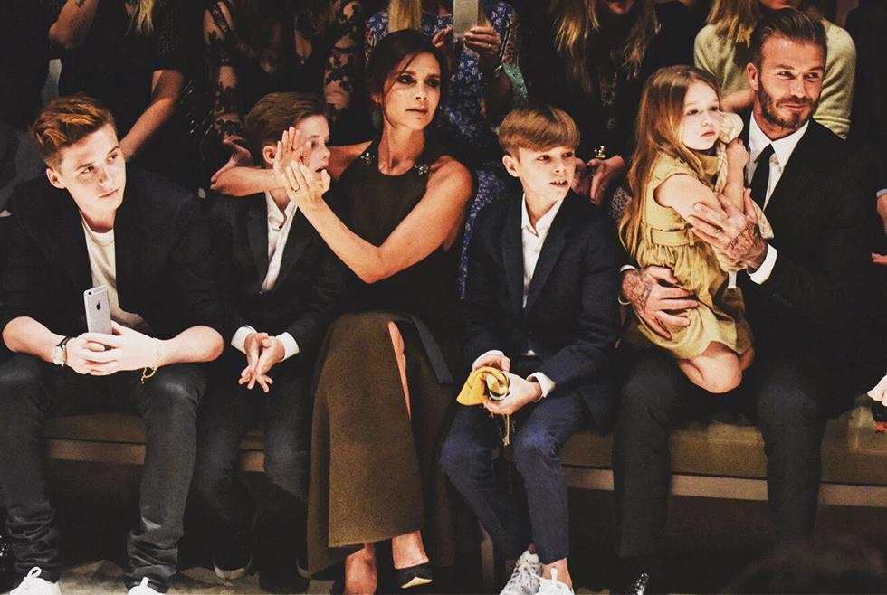 Ông bố 42 tuổi David Beckham: Tình yêu và yên bình mỗi sáng thức dậy là cái nắm tay của lũ trẻ nhỏ - Ảnh 1.