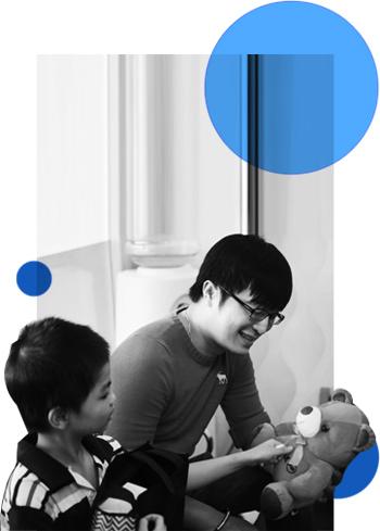 Người lớn tử tế và 6 tháng thầm lặng tìm lại tiếng nói, âm thanh cho 2 đứa nhỏ có màu mắt xanh kì lạ - Ảnh 5.