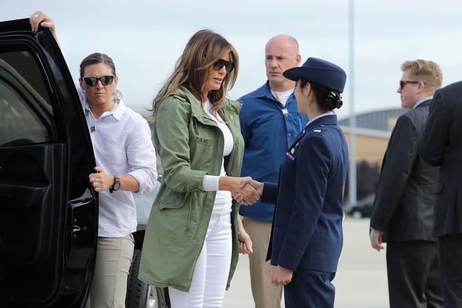 Những lần bà Melania Trump bị chỉ trích đã chứng minh: Mặc đẹp thôi chưa đủ, trang phục còn cần phải hợp hoàn cảnh nữa - ảnh 6