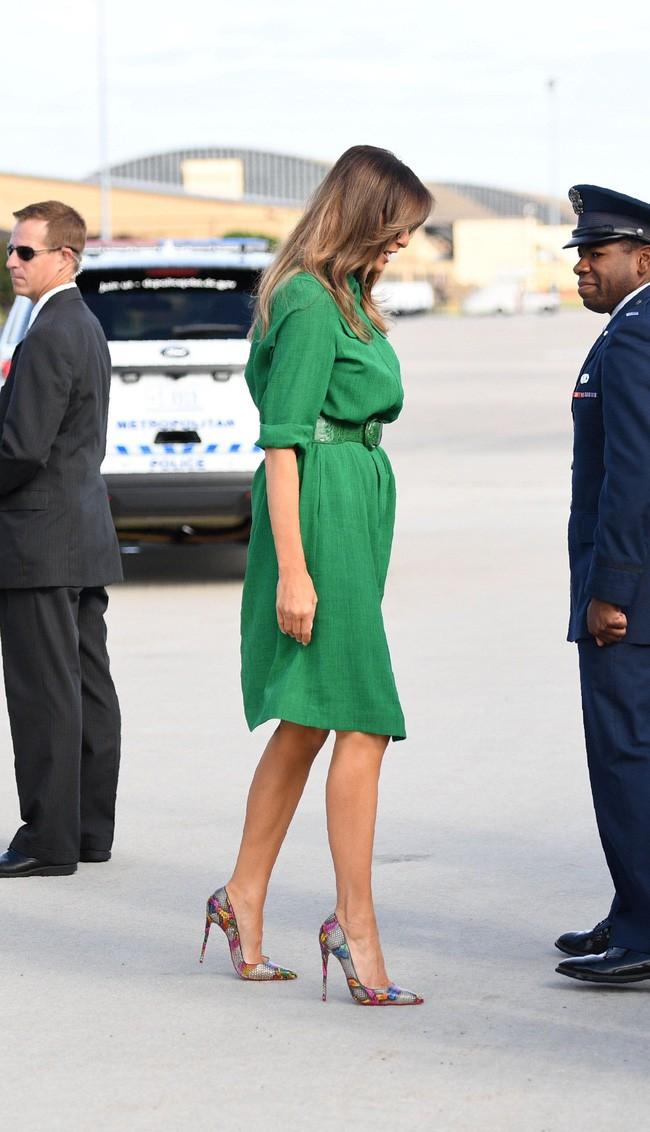 Những lần bà Melania Trump bị chỉ trích đã chứng minh: Mặc đẹp thôi chưa đủ, trang phục còn cần phải hợp hoàn cảnh nữa - ảnh 3
