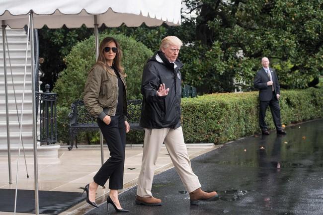 Những lần bà Melania Trump bị chỉ trích đã chứng minh: Mặc đẹp thôi chưa đủ, trang phục còn cần phải hợp hoàn cảnh nữa - ảnh 1