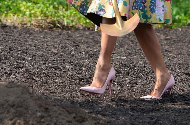 Những lần bà Melania Trump bị chỉ trích đã chứng minh: Mặc đẹp thôi chưa đủ, trang phục còn cần phải hợp hoàn cảnh nữa - ảnh 8