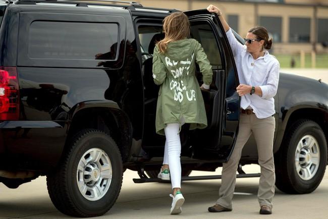 Những lần bà Melania Trump bị chỉ trích đã chứng minh: Mặc đẹp thôi chưa đủ, trang phục còn cần phải hợp hoàn cảnh nữa - ảnh 5