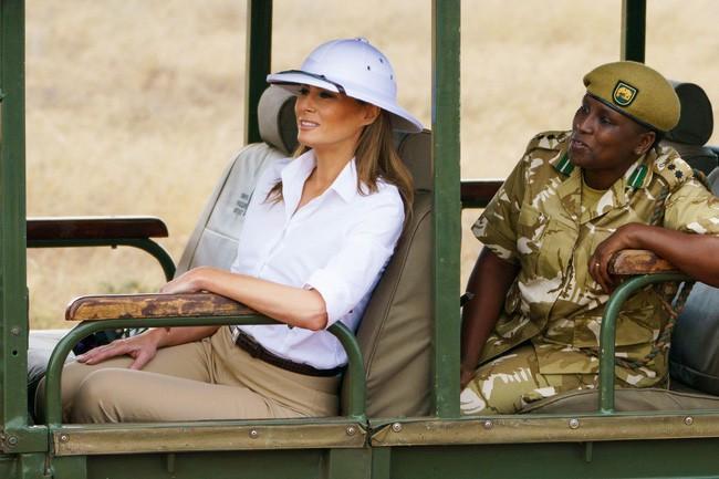 Những lần bà Melania Trump bị chỉ trích đã chứng minh: Mặc đẹp thôi chưa đủ, trang phục còn cần phải hợp hoàn cảnh nữa - ảnh 10