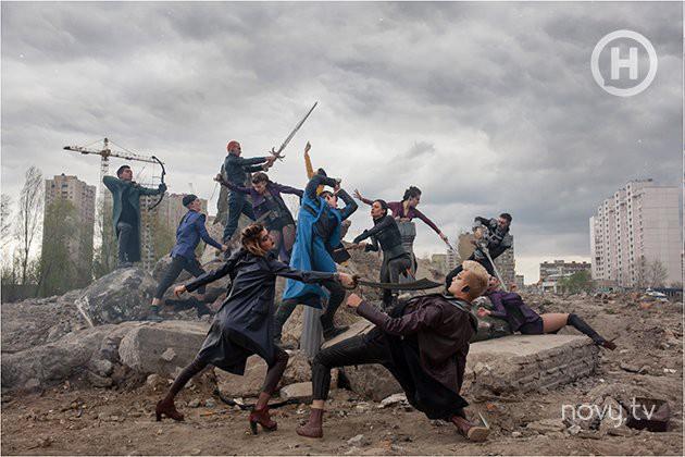Thêm 1 bộ hình thảm họa của Next Top Ukraine: Đánh đấm, lộn xộn rối cả mắt! - Ảnh 1.