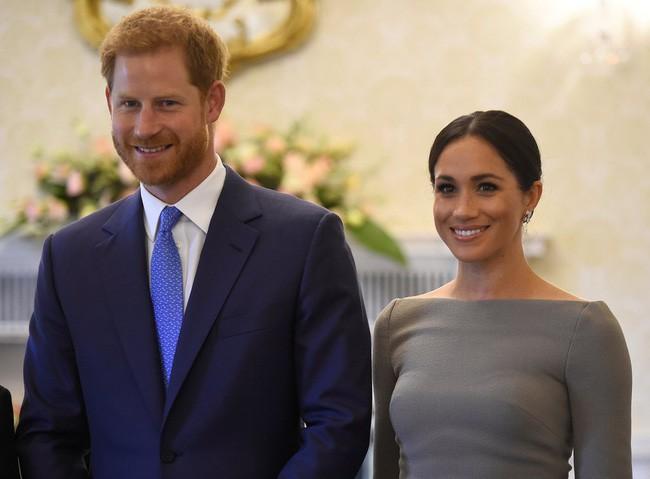 Sau 5 tháng làm dâu Hoàng gia, váy áo tinh tế thanh lịch nhiều không đếm hết nhưng Công nương Meghan lại có tới 3 lần mặc đồ kém duyên - ảnh 7