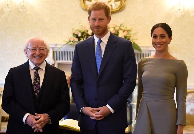 Sau 5 tháng làm dâu Hoàng gia, váy áo tinh tế thanh lịch nhiều không đếm hết nhưng Công nương Meghan lại có tới 3 lần mặc đồ kém duyên - ảnh 8