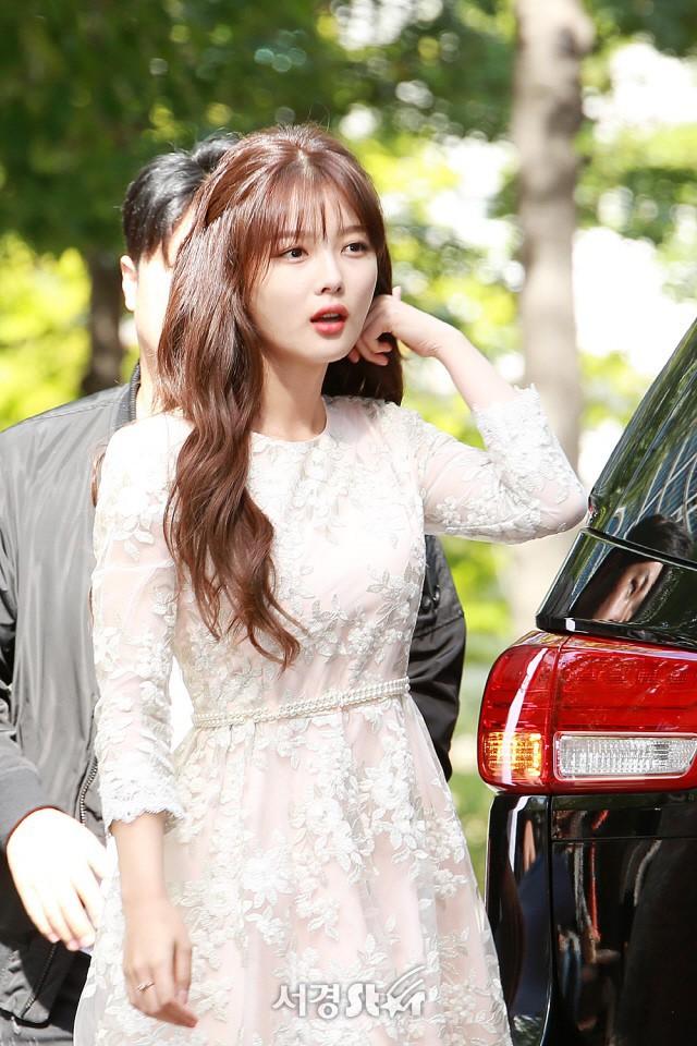 Kim Yoo Jung chính thức trở lại sau 2 năm: Xinh đến nỗi fan chỉ muốn lịm đi! - Ảnh 4.