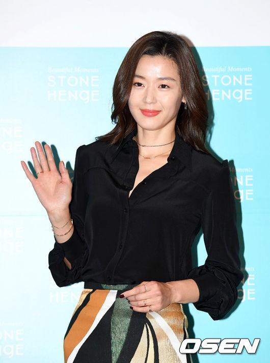 Đẹp xuất sắc dù đã hạ sinh 2 con, mợ chảnh Jeon Ji Hyun lại bị đôi chân gân guốc làm lộ dấu hiệu lão hóa - ảnh 6